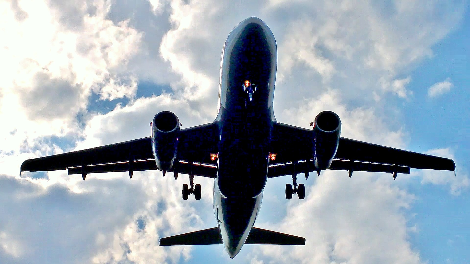 image of an airliner landing